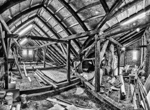Tetőtéri beépítés első lépése a tetőtéri ablakok beépítése